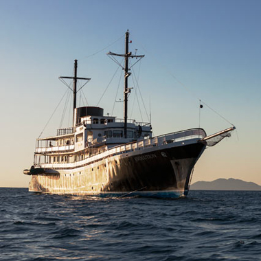Galapagos Island cruises from Quasar Expeditions